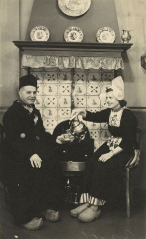 Archives Maurice and Winifred Hirsch in Dutch Attire