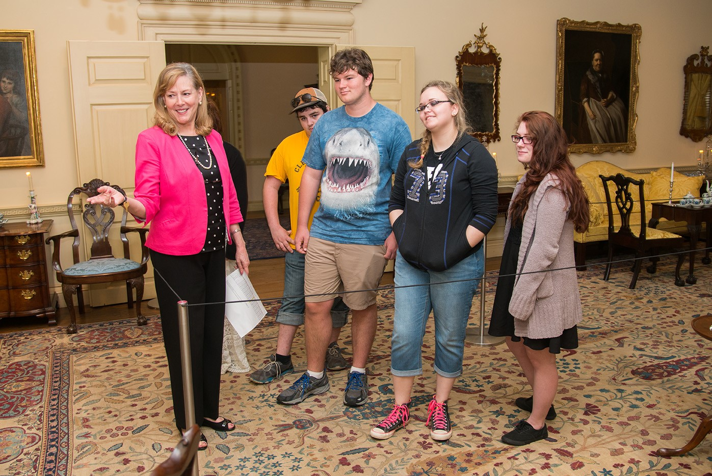 bayou bend school tours - docent with kids