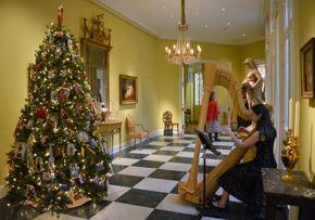 Boxing Day at Rienzi - Christmas tree & harpist in foyer