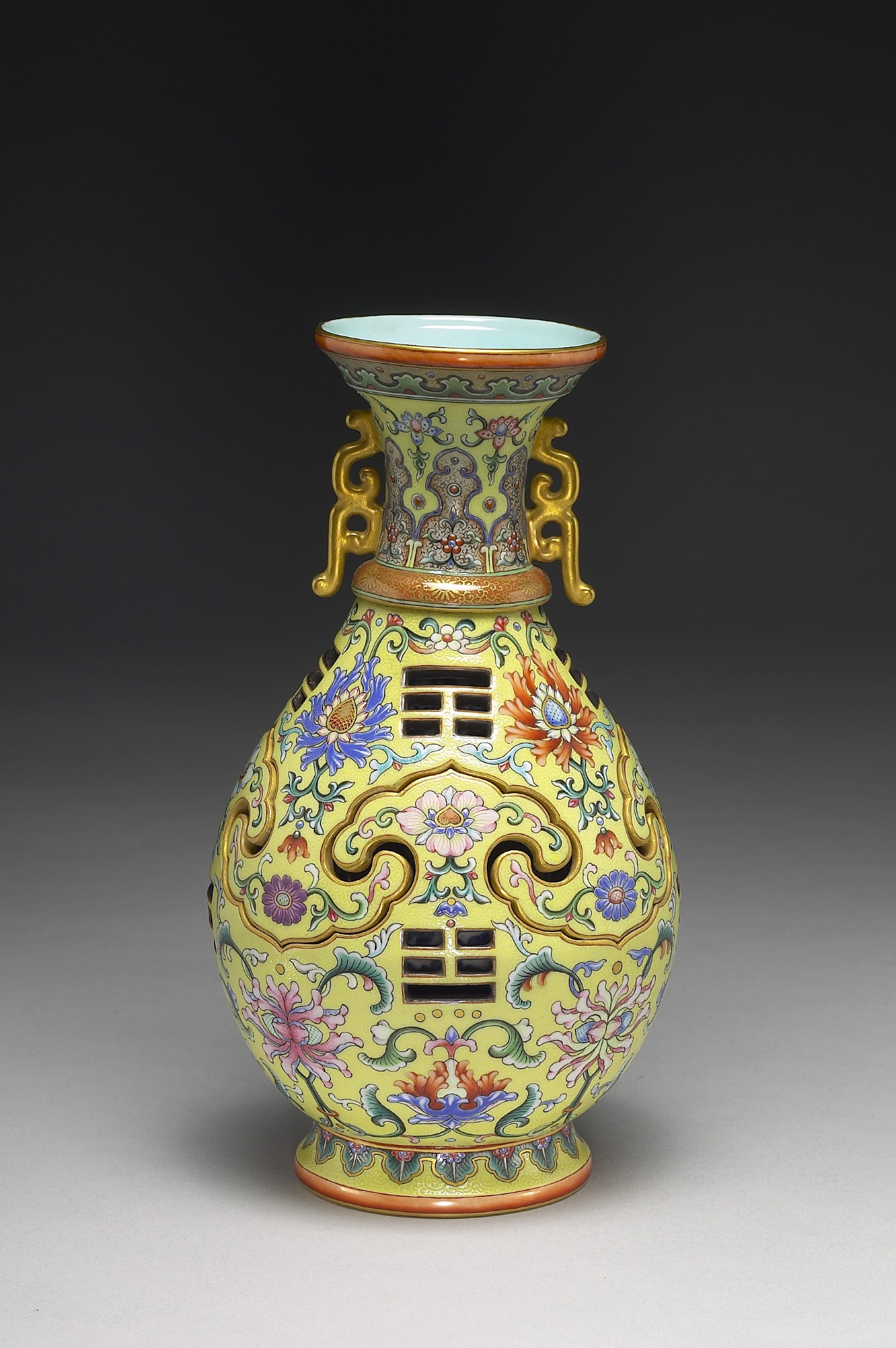 ET - Vase with a revolving core