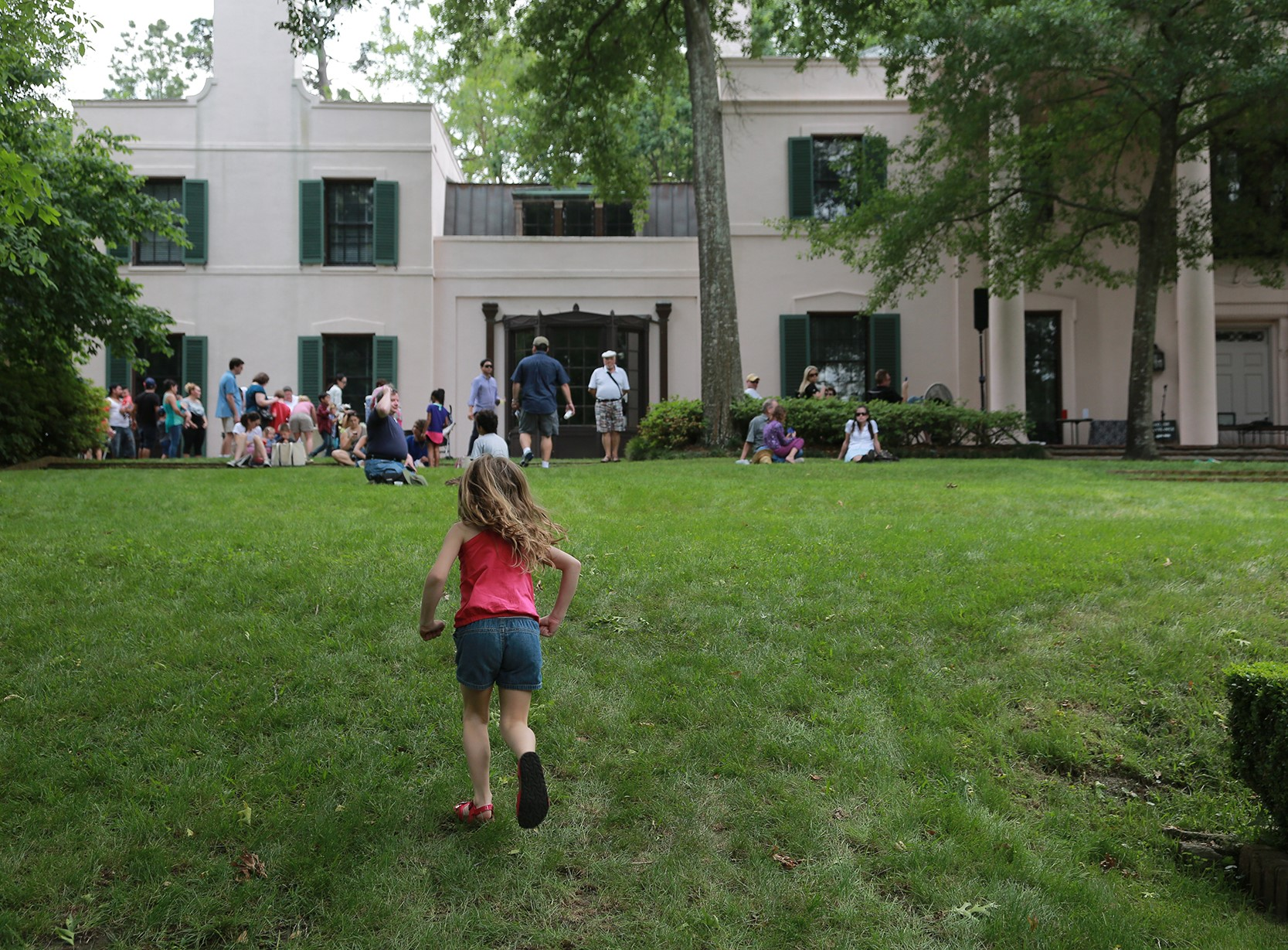 Family day at Bayou Bend - house facade and south lawn