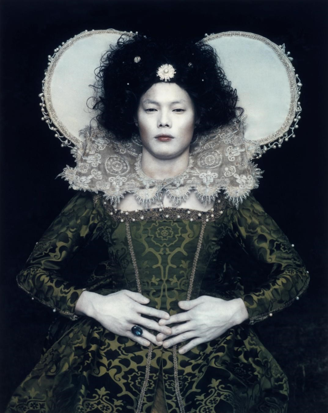 Chan-Hyo Bae, Existing in Costume_1, 2006