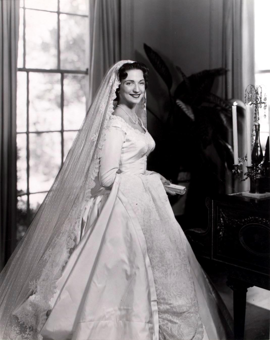 Gittings- Isla Carroll Cowan B&W Bridal Portrait
