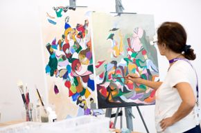 Glassell Studio School / painting, student with paintbrush and canvas