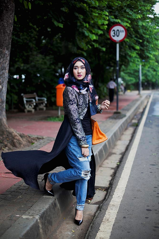 Hues - Dian from Modest Street Fashion