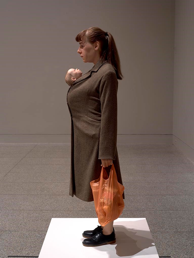 Ron Mueck, Woman with Shopping