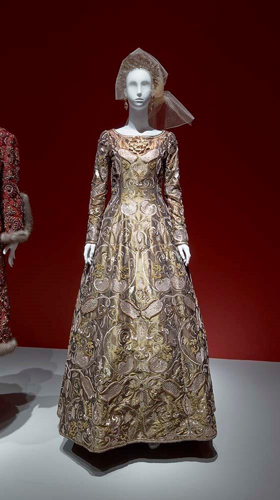 The Glamour And Romance Of Oscar De La Renta The Museum Of Fine