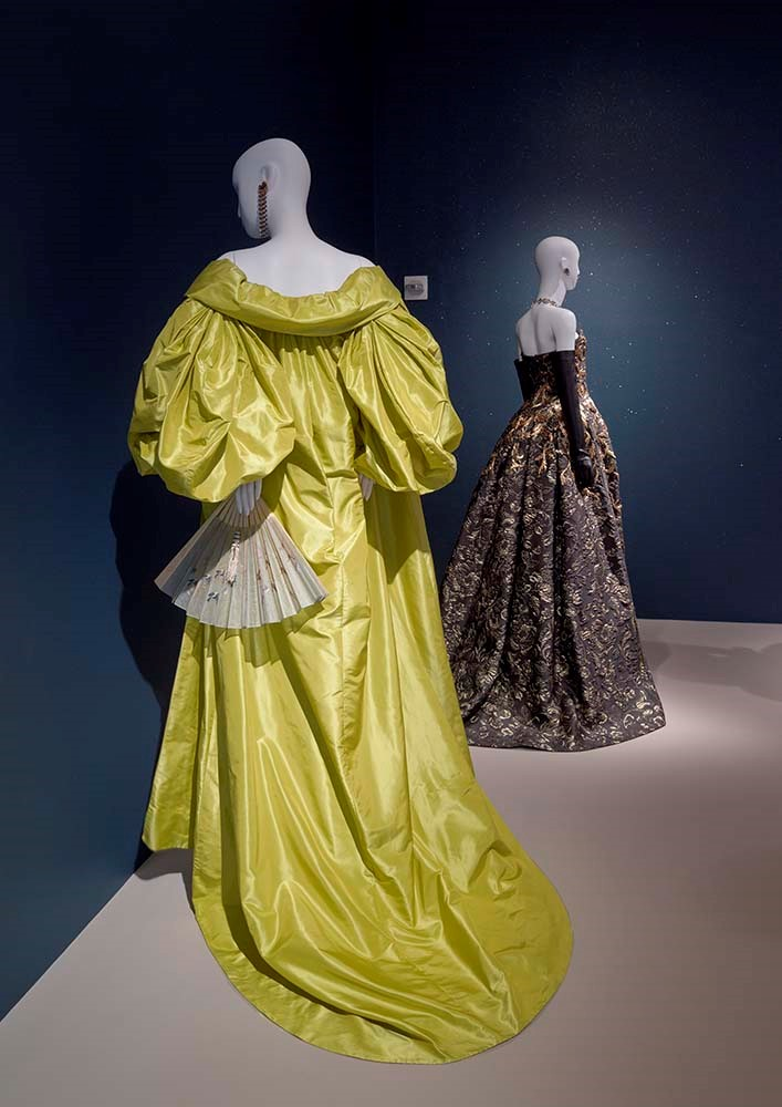 The Glamour And Romance Of Oscar De La Renta The Museum Of Fine