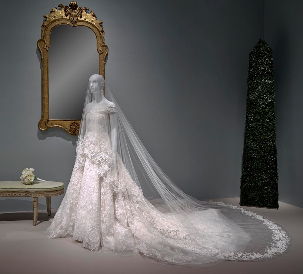 The glamour and romance of oscar de la renta the museum of fine oscar de la renta custom wedding dress junglespirit Choice Image