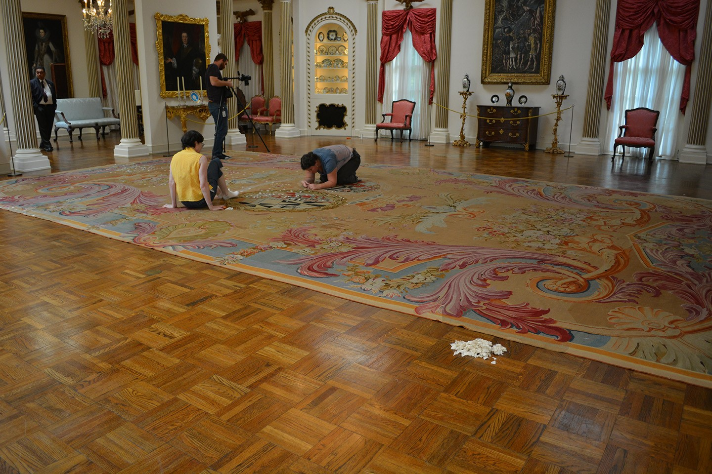 Rienzi carpet conservation - Jane and Ingrid