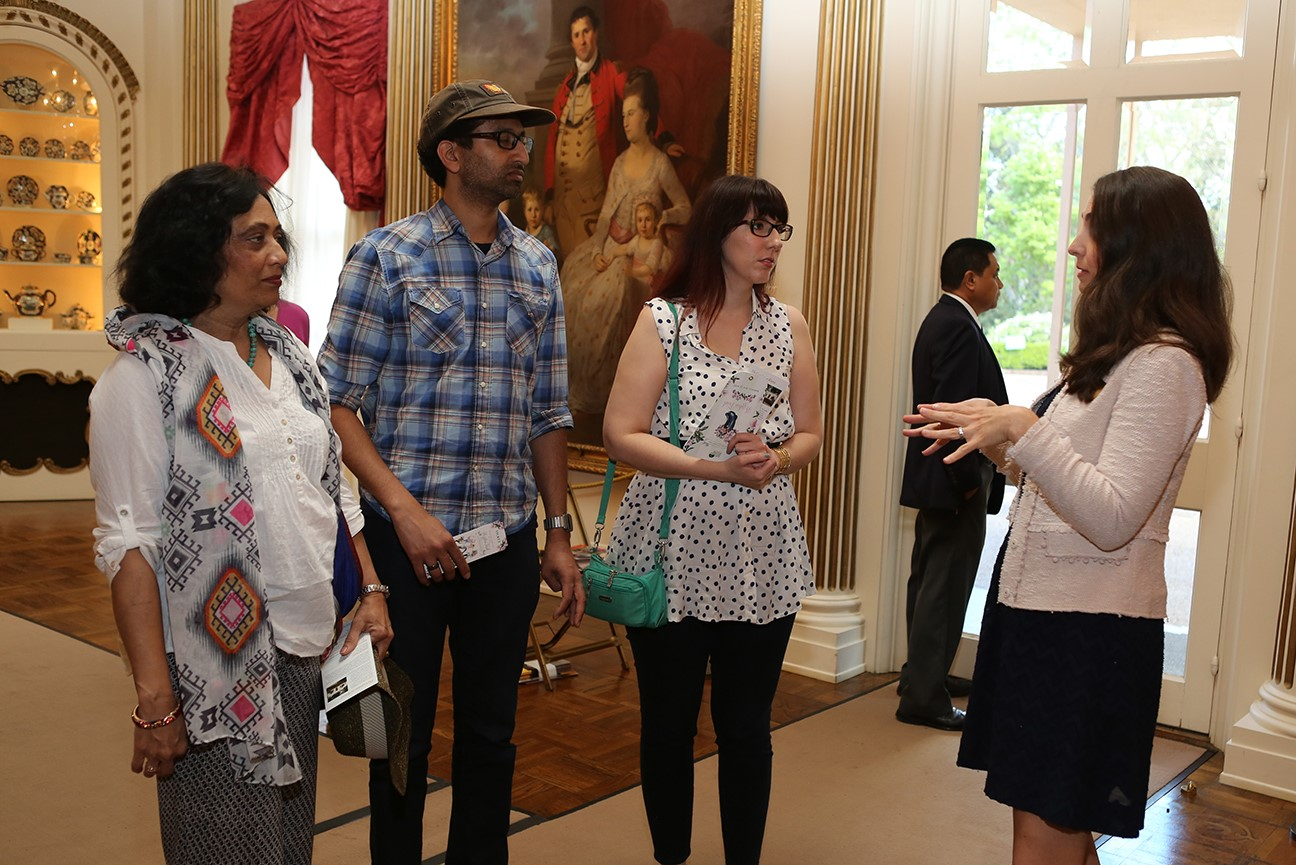 rienzi gallery talk / tour - docent with visitors
