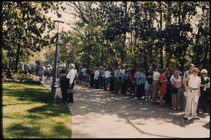 This 1999 photograph shows visitors waiting for Rienzi's first Azalea Trail.