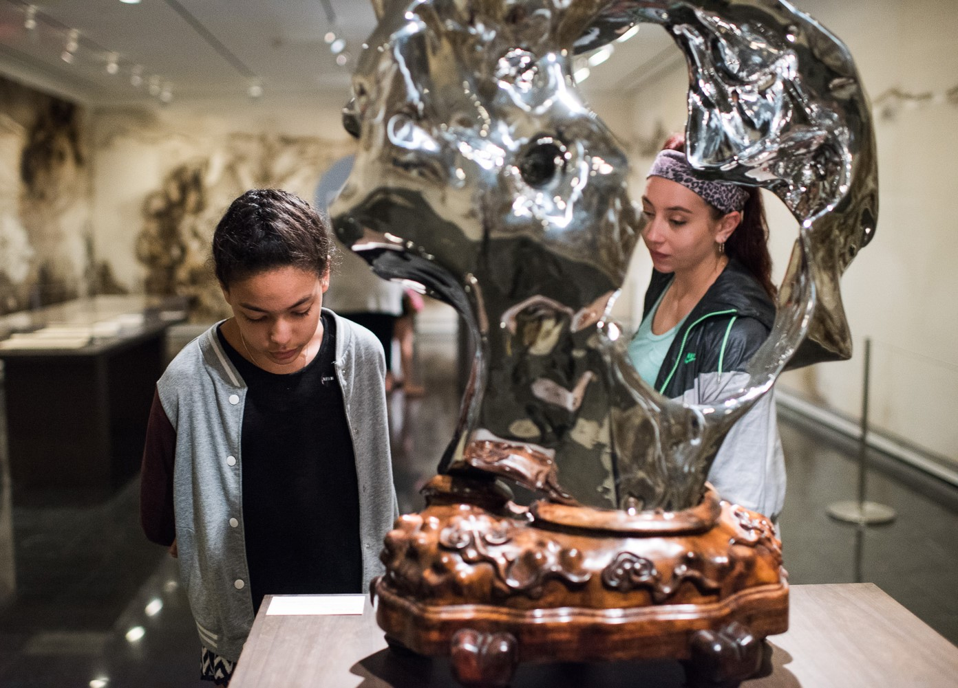Visitors / young people/teen / daughter and mother? / arts of china gallery