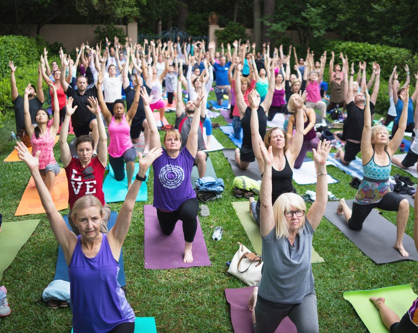 yoga at rienzi - people on lawn